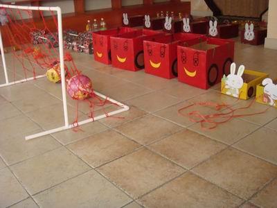 小米奇幼儿园教师开展自制体育器材评比活动